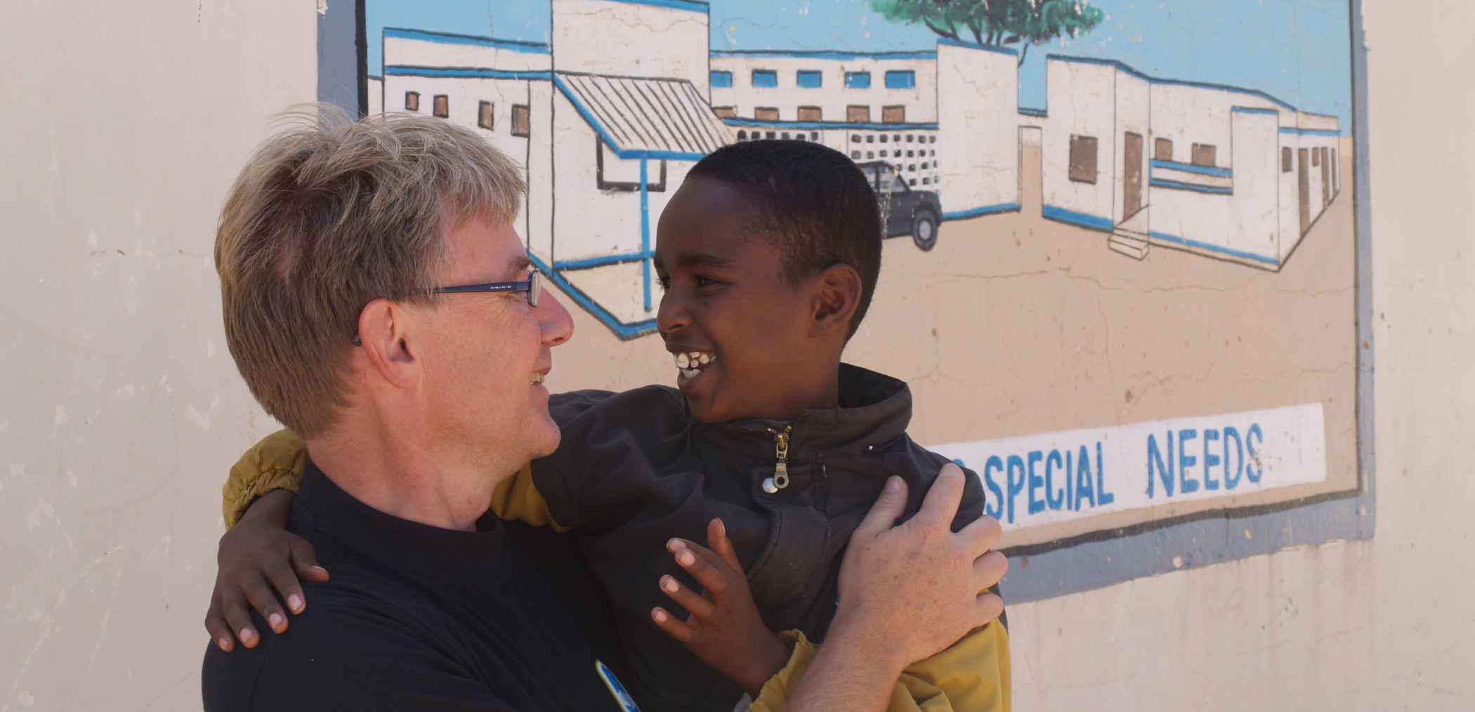 Torben foran 'Hargeisa School for Special Needs'