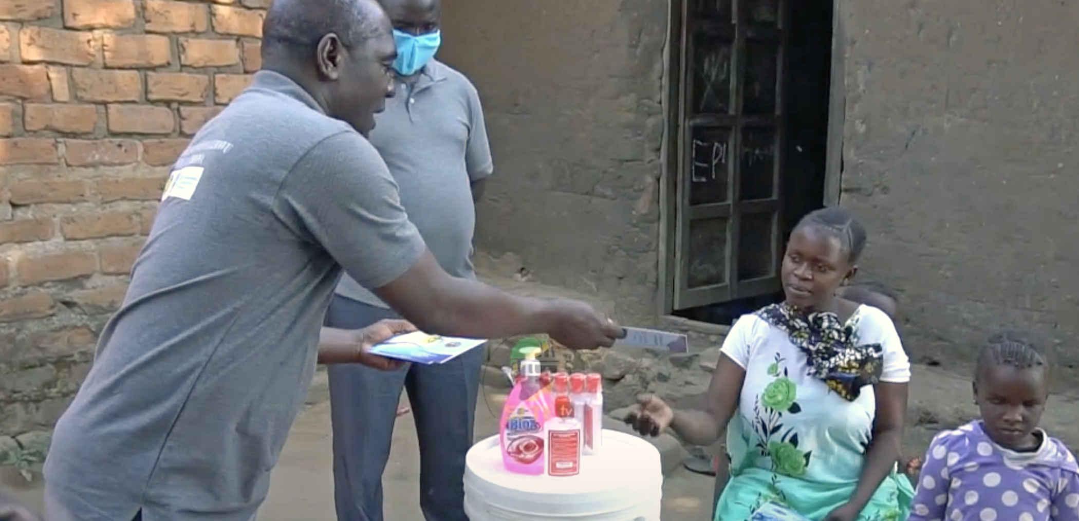 Kirken FPCT og IAS uddeler værnemidler i Sydtanzania